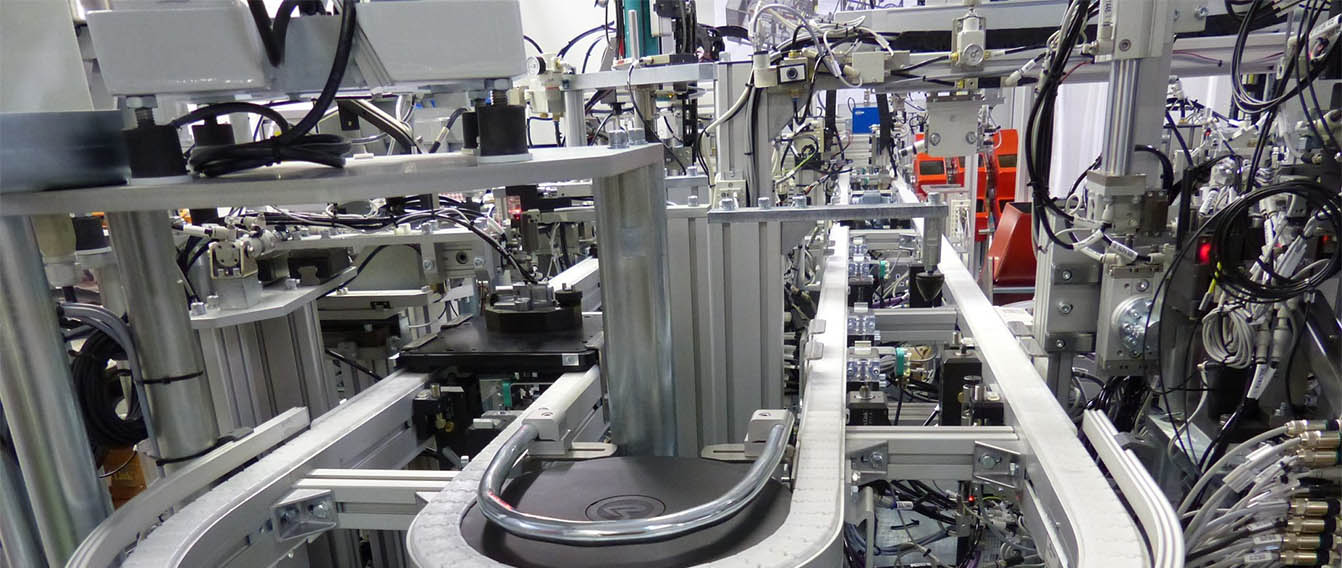 pallet transfer system for automatic assembly